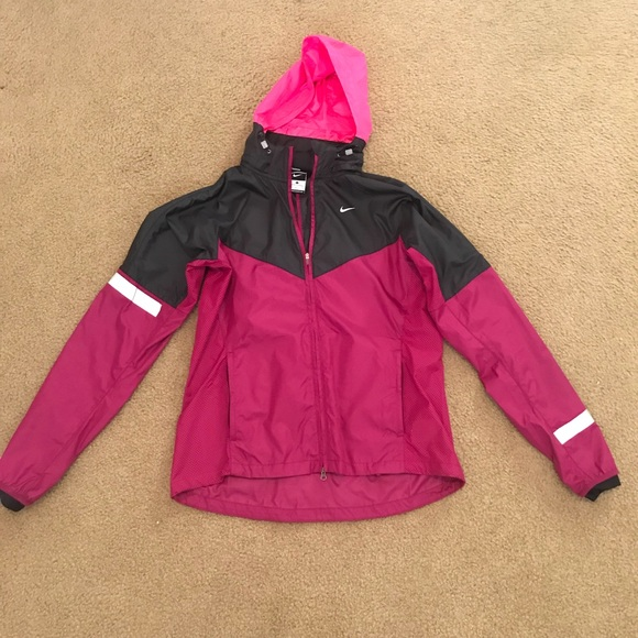 0ac2914a1 Nike women's running jacket waterproof. M_5b1c66b36a0bb7902e27c9f8